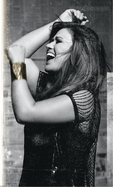 Kelly Clarkson on Vh1 Unplugged this weekend... Wonderful. The new record is in heavy rotation here.