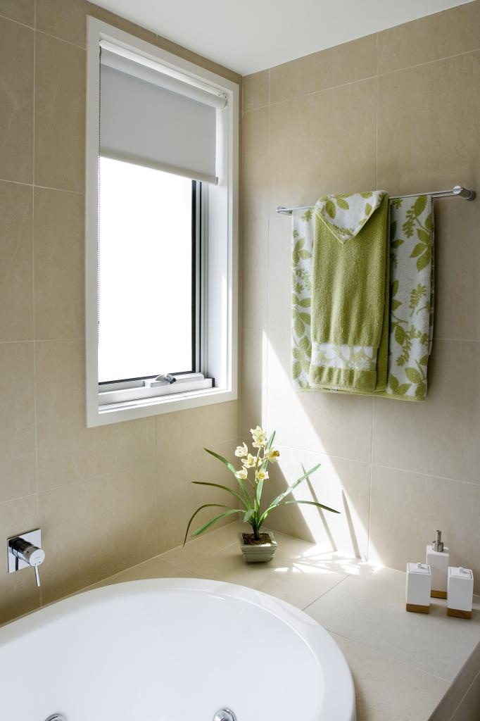 Simple, elegant privacy shade in contemporary bathroom