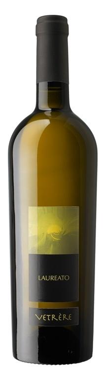 LAUREATO (Bianco) Salento Bianco IGT Uve: Chardonnay, Malvasia, Fiano di Puglia Abbinamento ai cibi: Crostacei e piatti di pesce, torte rustiche, formaggi a pasta tenera.