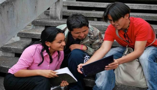 Alejandro Fierro/Celag La juventud latinoamericana se ha convertido en el gran objeto de deseo de todas las opciones políticas que pugnan por el poder.En Latinoamérica, a diferencia de Europa, los y las jóvenes deciden elecciones.