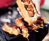 Kryddiga kycklingspett i baguette  (ICA.se)