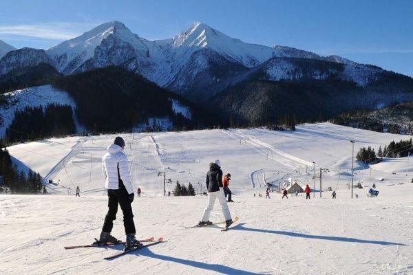Lyžiarske stredisko Ski centrum Strednica leží v obci Ždiar na rozhraní pohorí Belianske Tatry a Spišská Magura