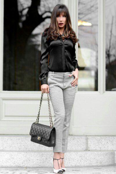 tendenza moda pantaloni bianchi e neri Zara borsa 2.55 Chanel