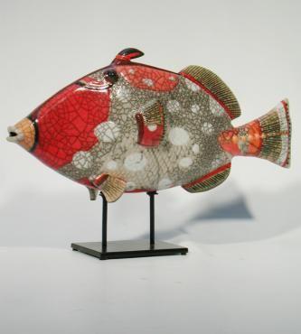 MAN OF EARTH Poisson Oscar tigré rouge Céramique d'art Raku Les poissons statues et décoration céramique d art - Paris France