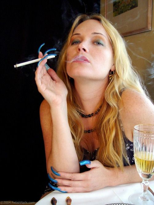 https://i.pinimg.com/736x/7d/c1/dd/7dc1dd5f273ff403965e4647e7a53c21--smoking-ladies-sexy-smoking.jpg