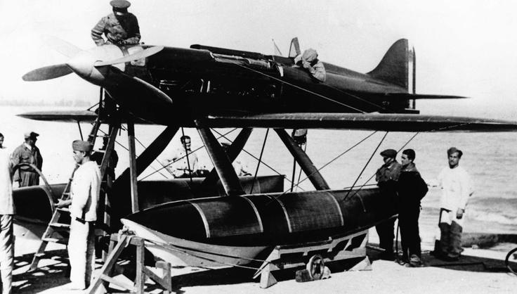 MACCHI MC 72 preparing for the flight