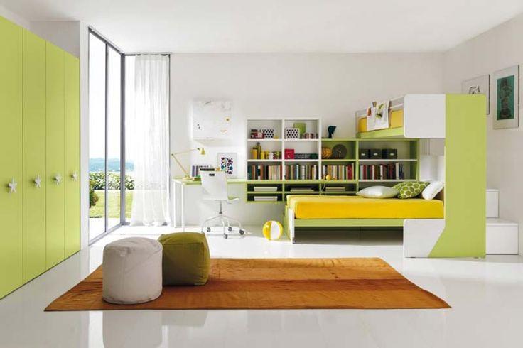 Quarto decorado, naturista, branco e verde pastel.