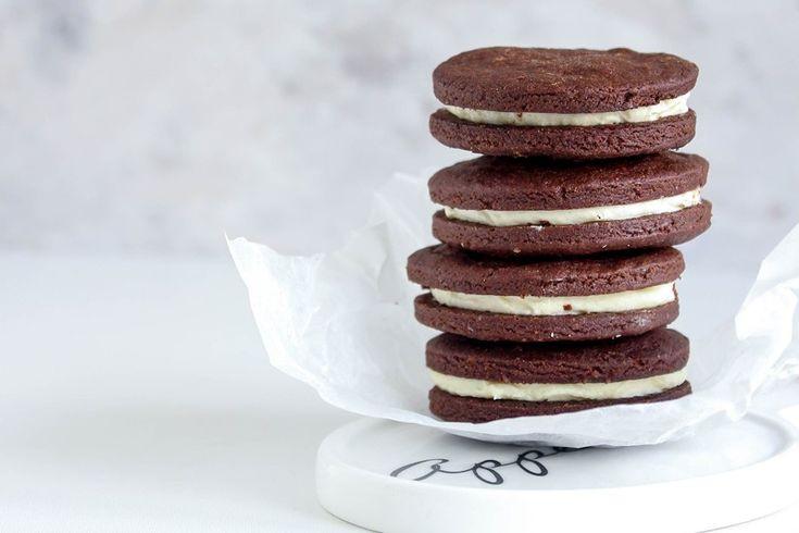 Gli oreo fatti in casa vi permetteranno di godere di tutto il sapore di questi amatissimi biscotti ma con la genuinità di un prodotto fatto in casa. Ecco la ricetta