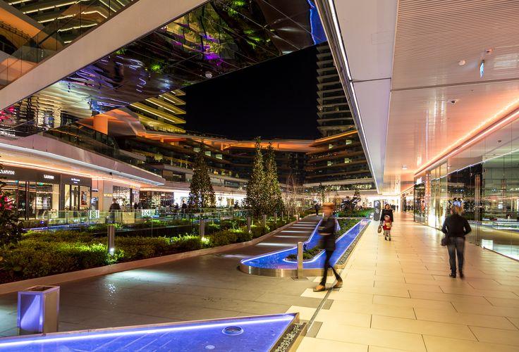 Dopo un tuffo nella cultura e nella scienza, possiamo concederci una pausa recandoci al Zorlu Center, un edificio che racchiude al suo interno il Centro Zo