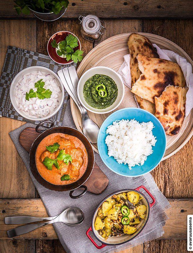 Intialainen juhlapöytä - Butter chicken  ©avaruusasema.com #butterchicken #voikana #indianfood #intialainen