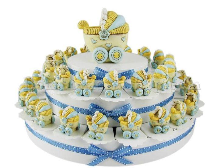 Torta bomboniera con 38 carrozzine celesti con confetti a scelta inclusi