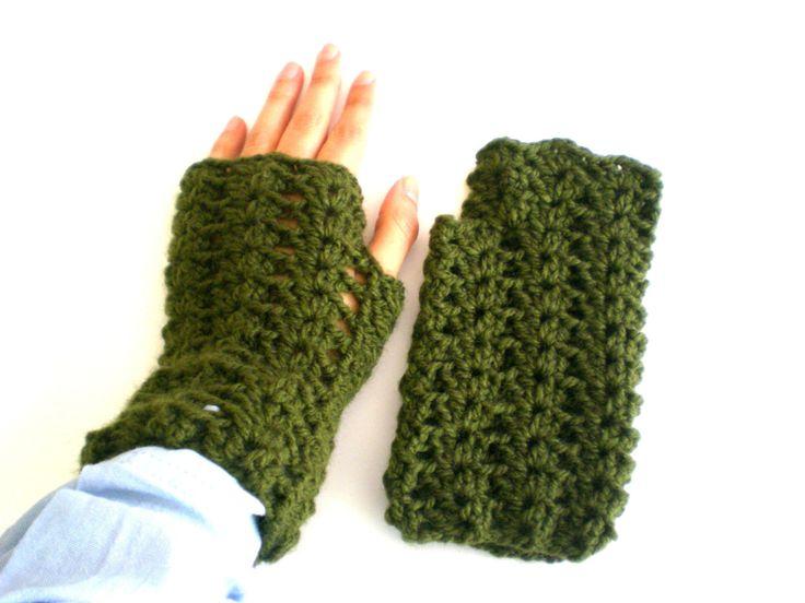 Green woolen mittens knitted crochet, handmade, green, woman mittens, wool, winter, fall, cold, green wool, teenager, tissue de ArtesaMia en Etsy