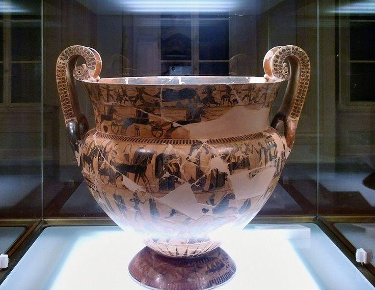 """Vaso François, chiamato cosi dal nome dell'archeologo che l'ha scoperto. E' un cratere,cioè un grande vaso utilizzato per mescolare vino e acqua nel simposio, durante il quale era collocato al centro della stanza. Datato intorno al 570 a.C.  Gli autori furono Kleitias ed Ergotimos.  I numerosi frammenti del vaso furono rinvenuti nella necropoli etrusca di """"Fonte Rotella"""" a Chiusi. Ora è collocato al Museo archeologico di Firenze."""