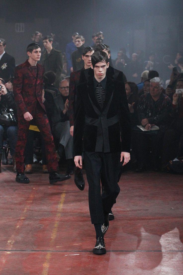Alexander McQueen - Fall 2015 Menswear - Look 33 of 33
