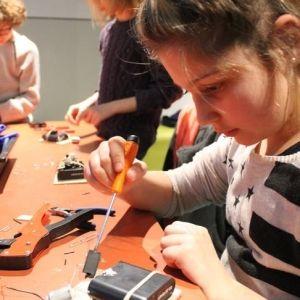 Durant les vacances de Pâques, la Cité des Sciences et de l'industrie organise des animations et ateliers à destination des plus jeunes. Leur mission, s'ils l'acceptent, est de créer un ...
