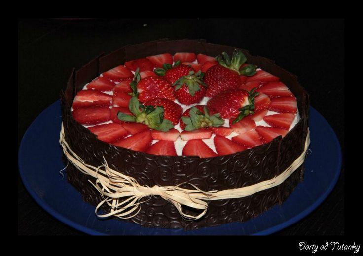 red velvet, mascarpone krém a jahody