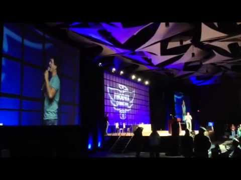 John Barrowman Sings to Phoenix Comicon 2013
