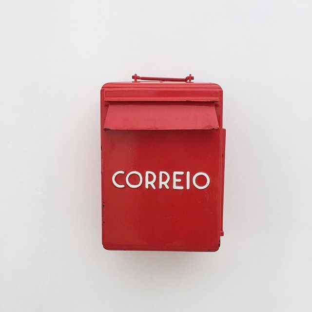Vintage portuguese red mailbox. Pensão Agricola | Algarve | © Photo by @joandso