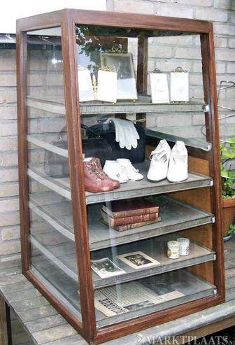 17 beste afbeeldingen over vitrinekast op pinterest brocante thuis en vintage medicijnkastjes - Huisarts kast ...