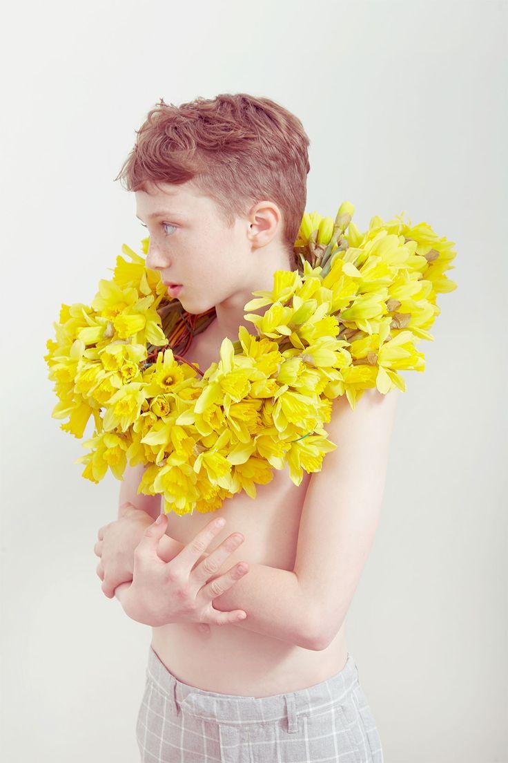 SÉRIE MODE : ATELIER BOTANIQUE Photographe : Emma Tunbridge Styliste : Kellie Daggett Set design : Tara Holmes
