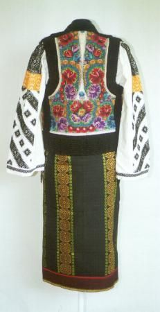 Women's costume from county of Suceava, Moldavia