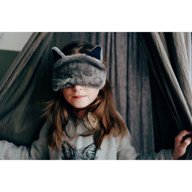 PATRON OFFERT !!! Le masque de sommeil idéal pour une sieste en toute discrétion au bureau ou dans les transports. Disponible en taille kids ou adulte immature dont je fais partie. CONCOURS Au Lit MAGNUM avant le 30 Avril 2017 // Pour participer, il vous suffit de poster une photo de votre masque sur INSTAGRAM ou sur FACEBOOK. Tagguez-moi et ajoutez le hashtag #aulitmagnum afin que je vous retrouve ;-) Un jury sélectionnera 4 gagnants parmi toutes vos réalisations, qui pourront choisir 3…