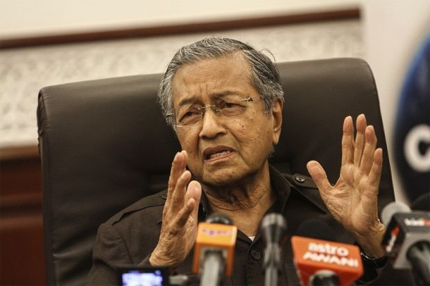 Tun Dr Mahathir Mohamad regretted that the incident at Low Yat Plaza took place during the month of Ramadan. — Picture by Yusof Mat Isa