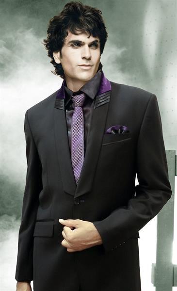 Серый костюм сиреневая рубашка серый галстук