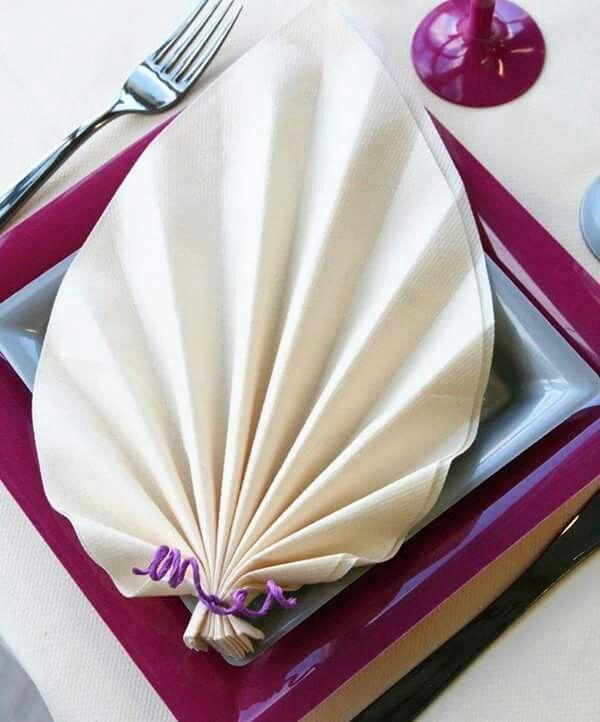 11 best pliage de serviettes images on pinterest napkin folding how to fold napkins and napkins. Black Bedroom Furniture Sets. Home Design Ideas