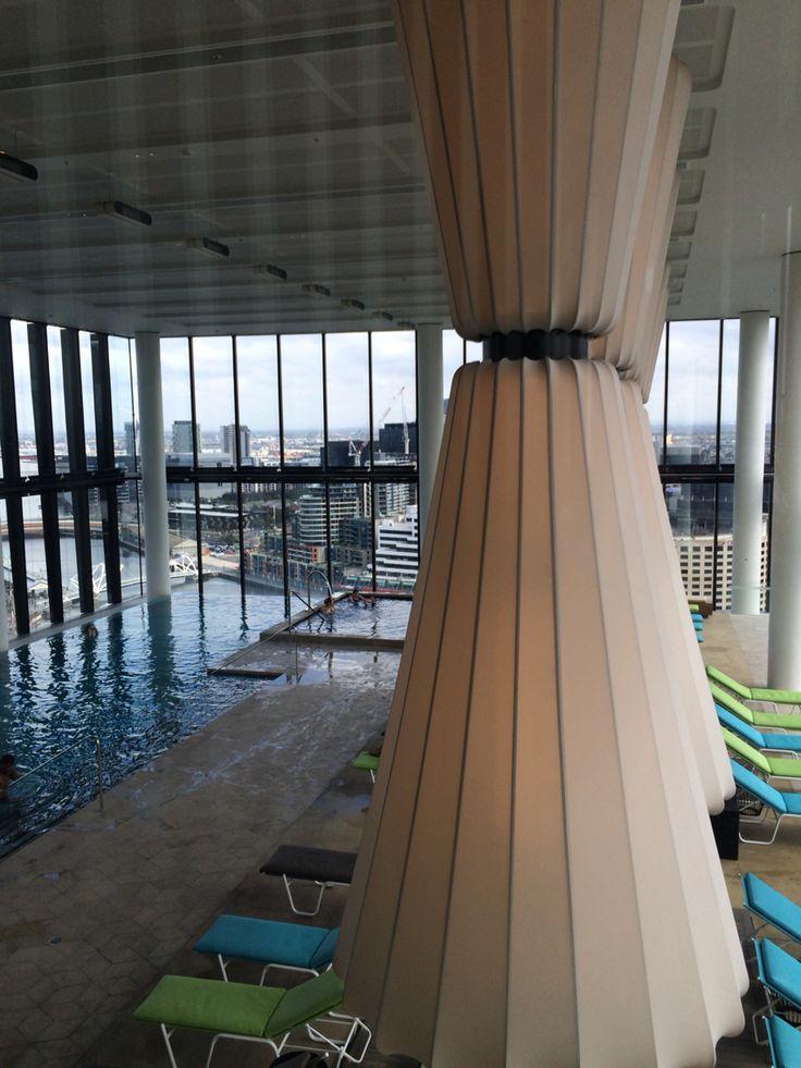 Pool Crown Metropol