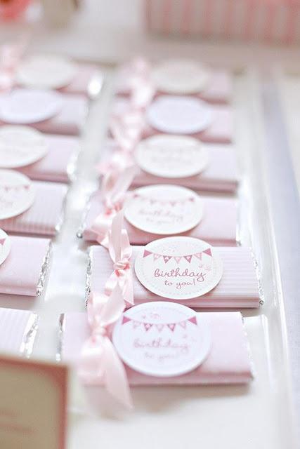 Cadeau invités sous forme de jolie tablette de chocolat