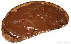 > Le pot « pourri » du Nutella.  Nutella fait partie des marques les plus populaires. Difficile alors pour les accrocs d'accepter l'idée que la célébre pâte à tartiner est classée dans les aliments dangereux pour la santé. Mais on ne peux pas omettre les faits suivants : trop de sucre, trop de graisses saturées, présence d'un phtalate, des OGM !