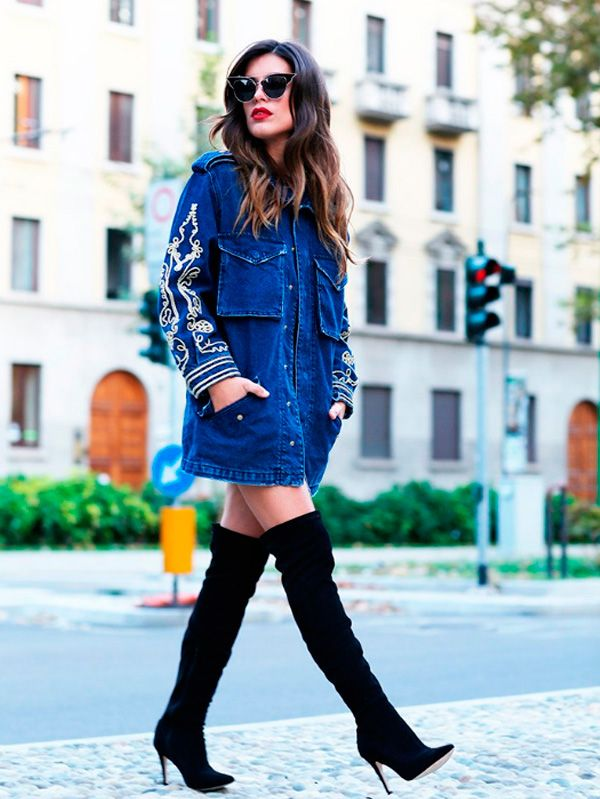 dulceida vestido jeans e bota over the knee