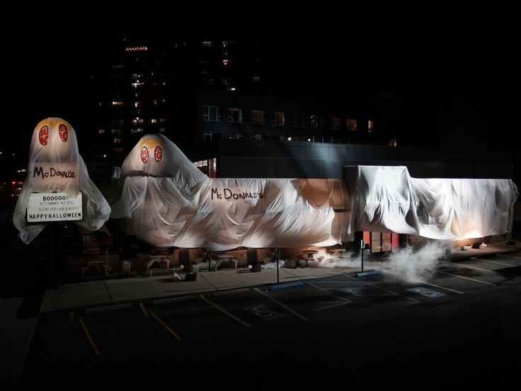 A Burger King restaurant has a Halloween costume that expertly slams McDonald's
