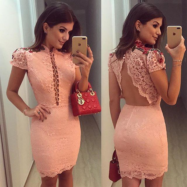 WEBSTA @ arianecanovas - {Friday } Vestido @docemaria_oficial Renda rose com detalhes vermelho! • #ootn #lookdanoite #lookofthenight #selfie #blogtrendalert