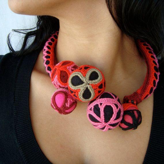 BUGALHO LACE Necklace pink red black par saraaires sur Etsy, $230,00