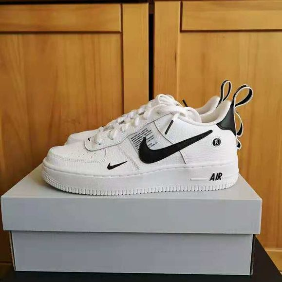 Nike Grade School Air Force 1 Low '07 LV8 (White | Black