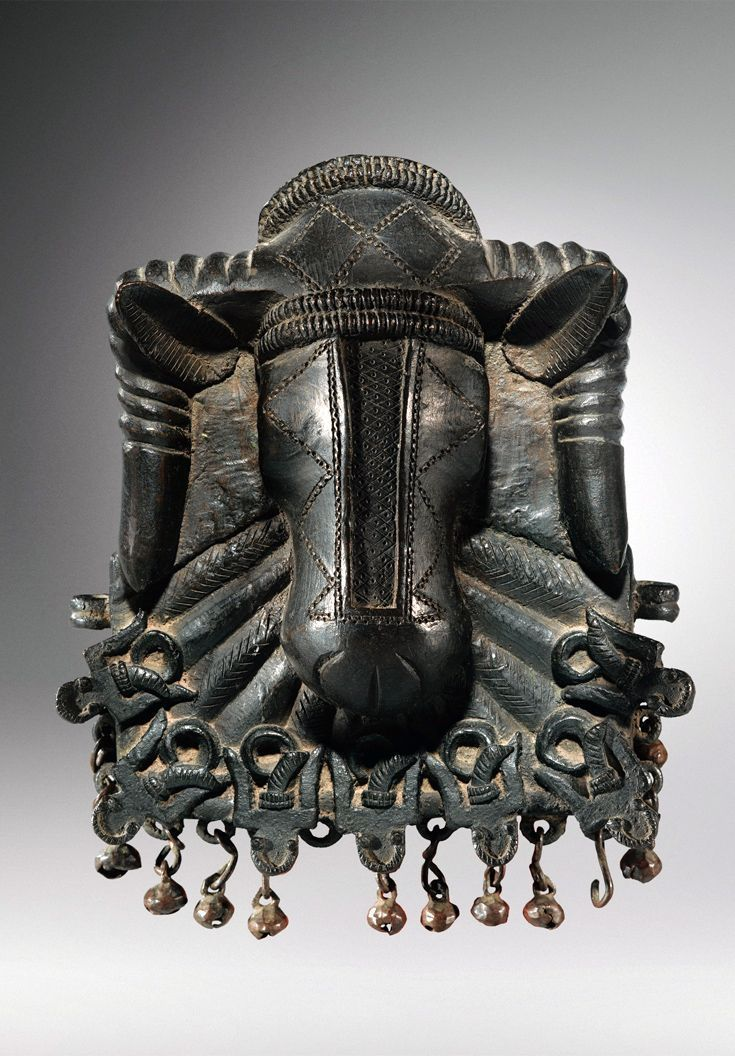 Benin kingdom hip ornament; cast bronze in the form of a ram's head. Edo people | ca. 17th - 18th century | H: 19 cm