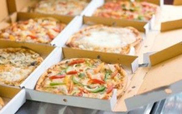 Sai che la pizza d'asporto potrebbe essere contaminata dal cartone che la contiene? #pizza #veleni #cartoni
