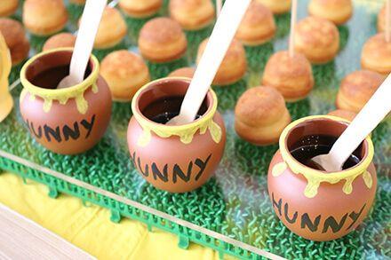 プーさんをテーマにした子供のお誕生会のパーティー演出(飾り付け)- プチホットケーキ