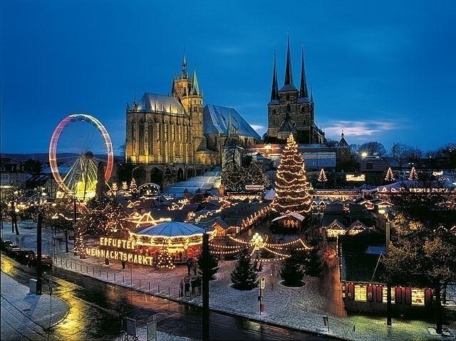 Erfurt hat den schönsten Weihnachtsmarkt im Osten Deutschlands zu bieten. Im mittelalterlichen Kern der Stadt ist einiges zu entdecken. Absolut empfehlenswert: Ein Besuch in der Alten Synagoge.