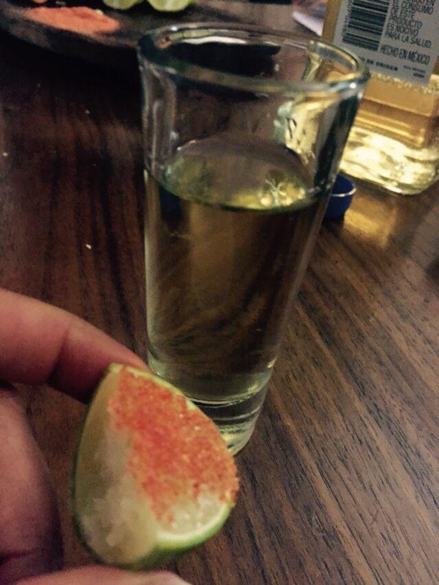 Caballito de tequila con su respectivo limón con miguelito. salud!!!