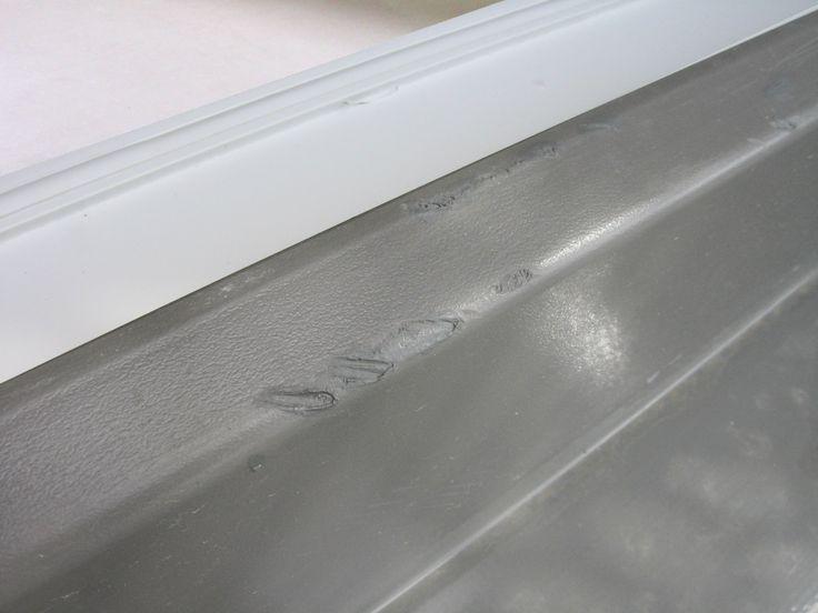 Poškozená okenní fólie RENOLIT, #oprava, #lakování, #dveře, #zárubně, #obložky, #repair, #Instandsetzung, #Reparatur, #Renolit, #okno