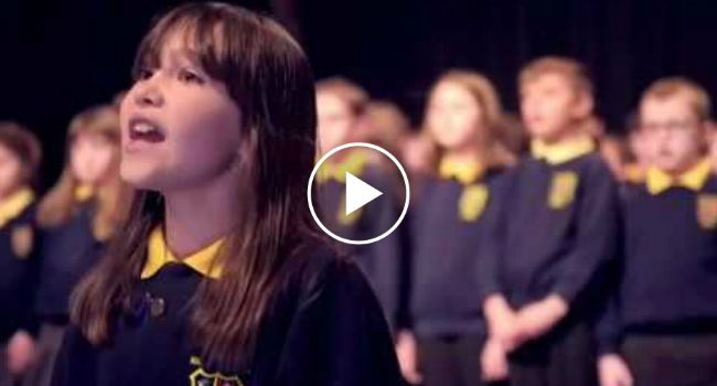 Ficará Em Lágrimas Com o Desejo De Boas Festas Deste Coro De Crianças Com Necessidades Especiais
