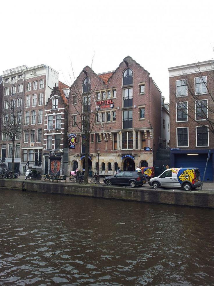 Oudezijds Voorburgwal 216-220, Amsterdam. Gebouwd voor tabakshandel Feldmann & Co. De kantoren, de monsterkamer en de ontvangstruimte voor de ...