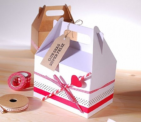 Our picnic box decorated to offer a gift.
