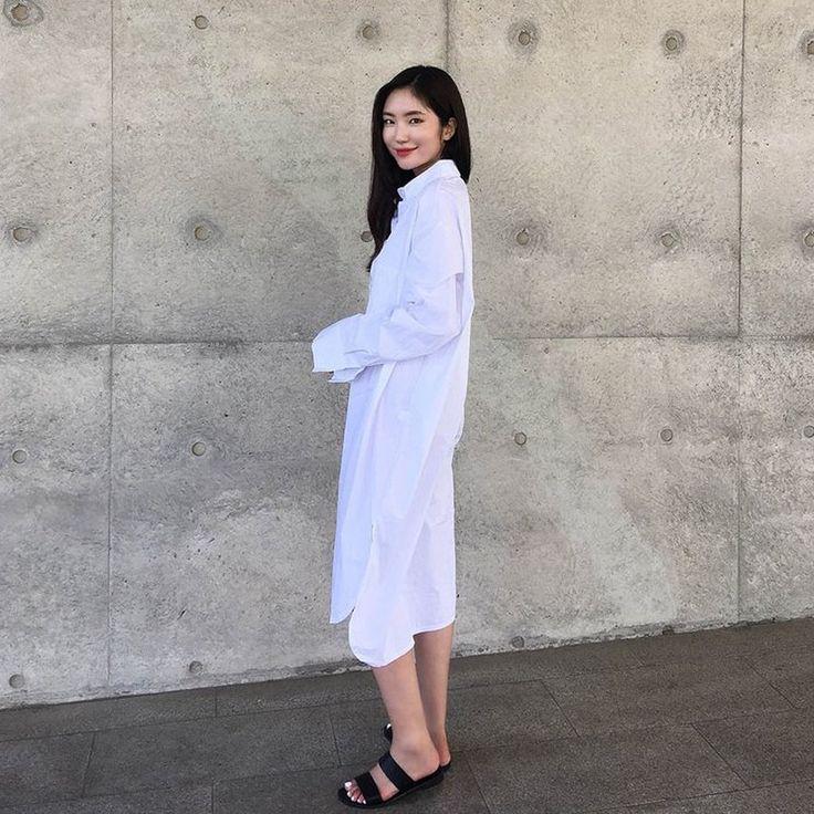 サイドスリットルーズフィットロングシャツワンピース(ホワイト) ゆったりとしたシルエットが可愛いシャツワンピース。 人気のオーバーサイズデザインで使いやすく、華奢で女の子らしいシルエットを演出してくれます。 深めのサイドスリット入りで、女性らしいヌケ感をプラス! 一見シンプルだけど、着るだけでスタイリッシュなコーデが完成するトレンドアイテムです◎ #maysome #uniquestyle #ootd #fashion #ファッション #韓国ファッション #フェミニンコーデ #大人可愛い #モデル #韓国通販 #今日のコーデ #koreafashion #シンプルコーデ #カジュアルコーデ #オルチャンファッション #dailyfashion #dailylook