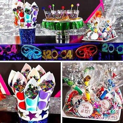 Máscaras coloridas e celofane colorido podem decorar uma mesa principal, cones de papel com estrelinhas coloridas e saquinhos com apitos, confetes e purpurina também deixam a festa muito mais alegre. As crianças vão amar! Imagem: partycity.com