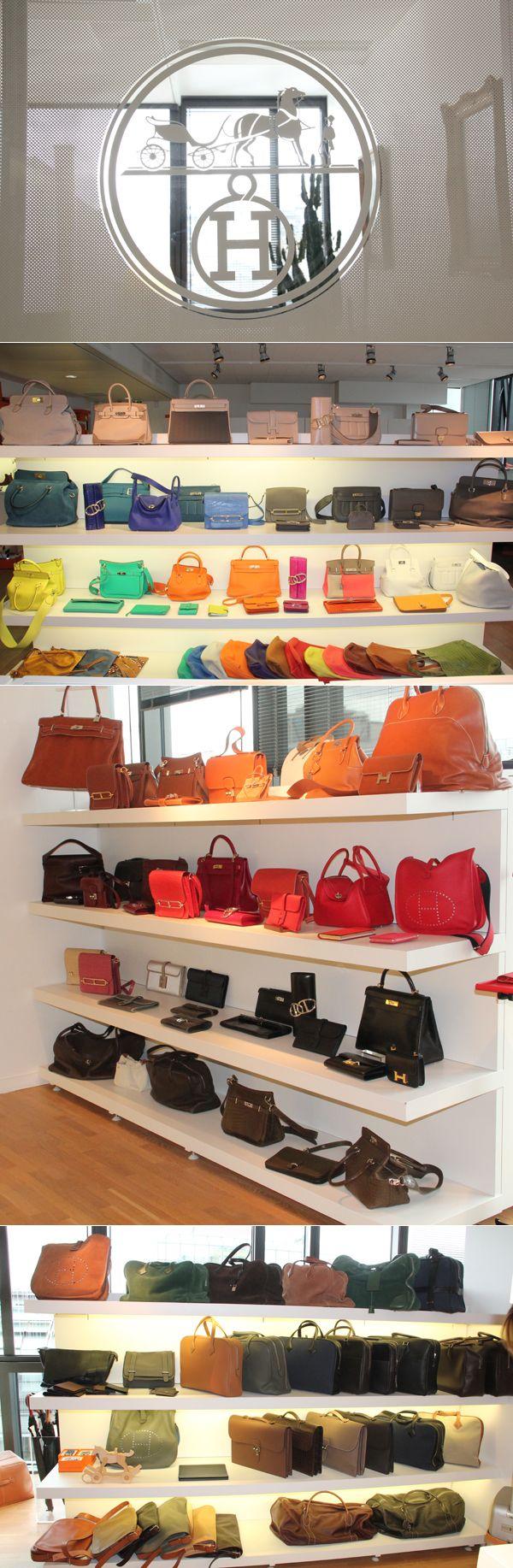 O incrível showroom da Hermès em Paris.  São tantos modelos e variações incríveis das bolsas (das mais conhecidas às menos) que fica difícil até focar! Vejam se não é de enlouquecer.