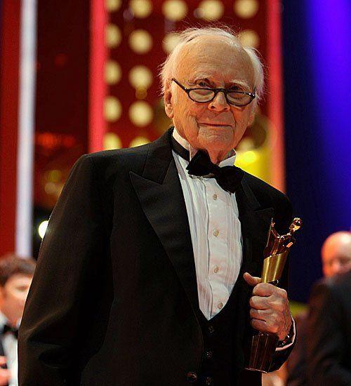 April 2009: Die Lola für sein Lebenswerk: 85-jährig wird Vicco von Bülow, der wohl größte deutsche Humorist, mit dem Deutschen Filmpreis ausgezeichnet.